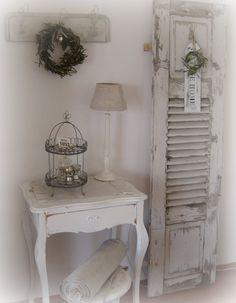 Fensterläden - ideal für das Einrichten einer Ecke im Shabby-Look Quelle: frkshabbychic.blogspot.com