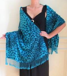 This beautiful yet affordable Leopard Print Fashion Scarves/Shawls Collection features designer fashion scarves / shawls on sale