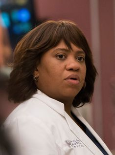 Miranda Bailey is the heart of Grey Sloan — but this exclusive clip gives us a closer glimpse at her actual heart, which seem to be in trouble. Grey's Anatomy, Greys Anatomy Bailey, Chandra Wilson, Miranda Bailey, Blue Wallpaper Iphone, Gray Aesthetic, New Clip, Girl Gang, Models