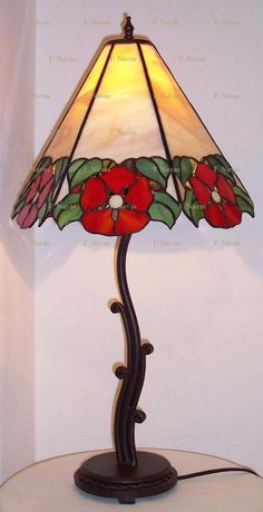 Everything made of Glass Stained Glass Crafts, Faux Stained Glass, Stained Glass Designs, Stained Glass Windows, Broken Glass Art, Sea Glass Art, Mosaic Glass, Fused Glass, Tiffany Lamp Shade