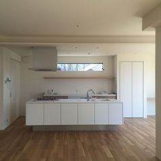 Kitchen/ナチュラル/オーク/アイランドキッチンのインテリア実例 - 2018-06-17 15:31:56 | RoomClip (ルームクリップ) House Design, House, Interior, Home, Natural Interior, Bathroom Vanity, Interior Design, Renovations, Kitchen Design