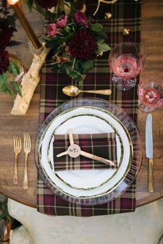New wedding winter reception place settings Ideas Scottish Wedding Themes, Scottish Wedding Traditions, Scottish Weddings, Scottish Elopement, Christmas Table Settings, Wedding Table Settings, Place Settings, Lumberjack Wedding, Top Wedding Trends