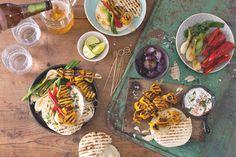 Tacos s kuřecími špízky a grilovanou zeleninou Tacos, Ethnic Recipes, Dip, Food, Salsa, Essen, Meals, Yemek, Eten