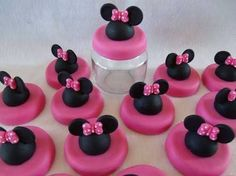 Pote papinha personalizado com biscuit no tema Minnie rosa. Fonte: Google Imagens.