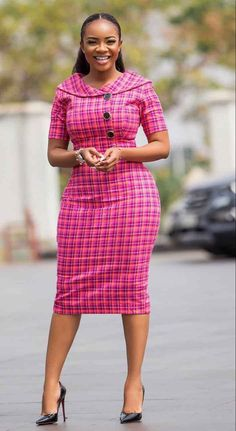 Serwaa Amihere is known for wearing classic dresses on set which inspire many young ladies. From corporate wear, casual wear, African prints and more. Short African Dresses, Latest African Fashion Dresses, African Print Fashion, African Dress Styles, African Prints, Classy Work Outfits, 30 Outfits, Fashion Outfits, Dress Fashion