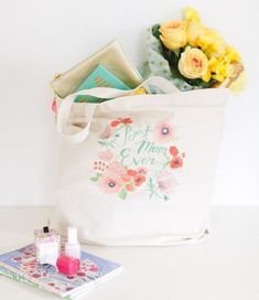 """Remind your mom how much you love her with this """"Best mom ever"""" tote."""