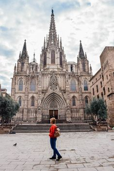 Early morning in front of the Barcelona Cathedral