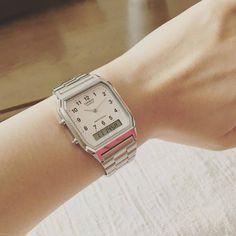 インスタグラムで話題。Amazonの褒められレビューが1,000件以上。チープカシオの腕時計の人気が止まりません。
