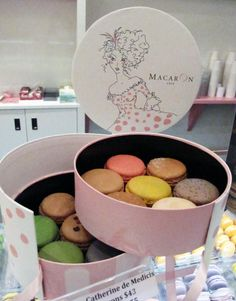Macaron Cafe. Ny, PD #design #packaging