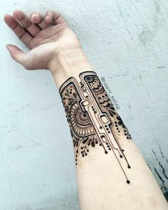 Mehndi Designs will blow up your mind. We show you the latest Bridal, Arabic, Indian Mehandi designs and Henna designs. Henna Tattoo Hand, Henna Tattoo Muster, Wrist Henna, Henna Tattoo Designs Arm, Henna Art Designs, Mehndi Designs For Fingers, Beautiful Henna Designs, Henna Mehndi, Mehendi