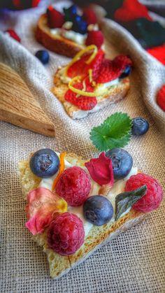 Frittomisto: cucina ed emozioni: Crostini con crescenza e frutti di bosco