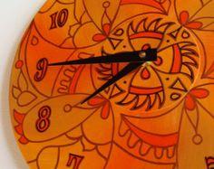 Wicked Orange Wanduhr - geometrische Mandala-Malerei auf Recycling-Vinyl-LP