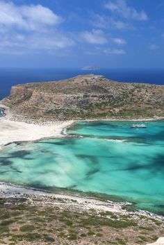 Kreta is heerlijk! Lange zandstranden, een helder blauwe zee en natuurlijk het fijne zonnetje! Zie jij jezelf al liggen op het strand en een duik nemen in de zee? Struin door de gezellige Griekse straatjes, geniet van de sfeer en vergeet niet de lekkere Griekse gerechten te proeven! Met wie zie jij jezelf dit fijne Griekse eiland bezoeken? Het wordt in ieder geval genieten! https://ticketspy.nl/deals/top-zonnen-op-kreta-va-e169/