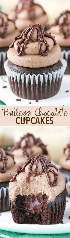 Baileys Chocolate Cupcakes! Chocolate cupcake, baileys ganache filling and Baileys frosting! So good! #gourmetrecetas