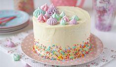 Surpresa de uva | Flamboesa Bolo Red Velvet, Cupcakes, Churros, Dessert Recipes, Desserts, Vanilla Cake, Mousse, Food And Drink, Birthday Cake