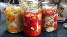 salate de muraturi cu otet legume asortate Voss Bottle, Water Bottle, Romanian Food, Mason Jars, Urban, Vegetables, Home Canning, Homemade, Canning