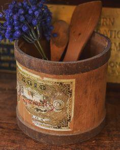 当時のラベルが残った木製のメジャーカップ反対側にもアルファベットの文字がありカッコよいです 皆さまよい週末を  #deco #rustic #brocante #antique #interior #vintage  #shabbychic #oldstyle #antiques #frenchstyle #decoration #ancien #antiqueshop #lovelyvintage #homedeco #shabby #retro #gardening #kitchen #antiquedesign #blueberry #ジャンク #レトロ #ラココット #シャビー #古道具 #ブロカント #アンティーク #wood