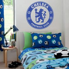 Chelsea FC Bedroom Theme. The bedroom is the most comfortable place in the house. Most of the time spent in the bedroom. For football lovers, a room with your favorite team theme usually be recovered. An example is the theme of the room with ornaments Chelsea FC. Ranging from mattresses, walls, until the accessories associated with the team who won the European league season 2011/2012 and. If you are interested, Bedrooms with Chelsea FC theme could be an option.