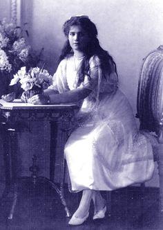 Fotografia formal da Grã-duquesa Marie Nikolaevna da Rússia, em 1914.