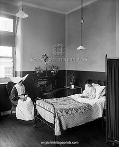 ITALIAN HOSPITAL, Holborn, London. Interior view of a ward at the Italian Hospital with a young boy resting in his bed and a nurse in a distinctive uniform. Founded in 1884, the Italian Hospital (also known as the Ospidale Italiano) was established for the benefit of sick Italians living in London who were unable to pay for their own health care. This hospital was designed by architect Thomas W Cutler and built in 1898-9 on Queen Square. Photographed in 1903 by Harry Bedford Lemere