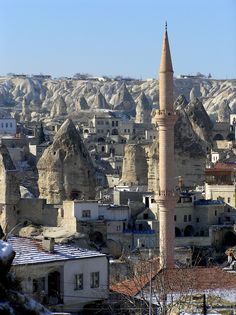 Göreme es el nombre de una serie de valles, y de una población de este valle, en la región de Capadocia en Anatolia central, Turquía. Se encuentra 12 km al este de Nevsehir, y pertenece a la provincia del mismo nombre.