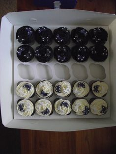 20 small black and white cupcakes - 20 small black and white cupcakes