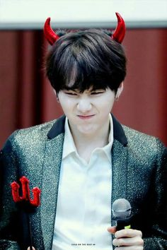 Find images and videos about kpop, bts and bangtan boys on We Heart It - the app to get lost in what you love. Suga Suga, Min Yoongi Bts, Bts Bangtan Boy, Daegu, Hoseok, Namjoon, Taehyung, Foto Bts, K Pop
