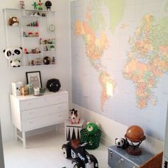 Fantastisk vägg med hela världen framför sig ✌️ @wilwig #världen #världskarta #karta #väggkarta #ikea #diy #inspo #barnrumsinspo #barnrumsinspiration #barnrum - @Hanna Sandmark- #webstagram