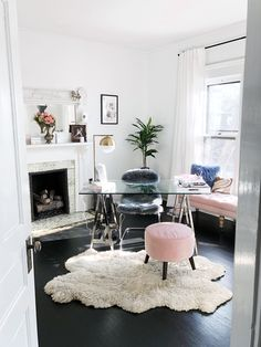 Developing a home office is actually a mix between purposeful decor and trendy interior design ideas. The home office must be a location that is created for working and entertaining customers in addit Best Home Office Desk, Home Office Space, Home Office Furniture, Corner Furniture, Acme Furniture, Office Spaces, Furniture Ideas, Fashion Office, Feminine Home Offices