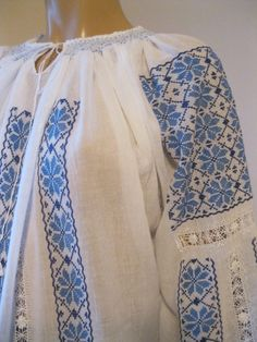 Cross Stitching, Bridal Dresses, Cross Stitch Patterns, Sewing Patterns, Kimono Top, Moldova, Costumes, Embroidery, Floral