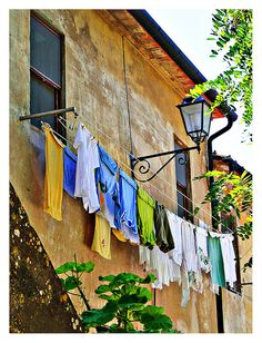 Clothes line in Populonia - Piombino, Tuscany, Italy. Laundry Drying, Laundry Art, Laundry Lines, Laundry Room, Emilia Romagna, Under The Tuscan Sun, Tuscan Style, Painting Inspiration, Old World