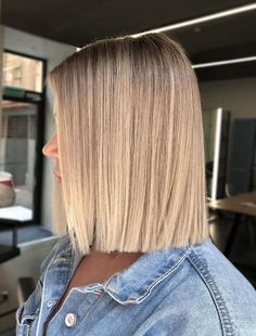 Find here so many amazing styles of sleek straight bob haircuts and hairstyles to show just to get unique and bold look. This is one of the best bob looks to show off in year Straight Bob Haircut, Long Bob Haircuts, Bob Hairstyles, Straight Hairstyles, Straight Cut Bob, Korean Hairstyles, Hairstyles Videos, Modern Haircuts, School Hairstyles
