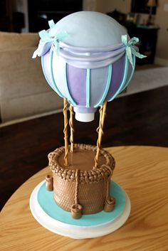 hot air balloon cake by mari Pretty Cakes, Cute Cakes, Beautiful Cakes, Amazing Cakes, Gravity Defying Cake, Gravity Cake, Fondant Cakes, Cupcake Cakes, Hot Air Balloon Cake
