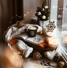 Cosy Christmas, Christmas Feeling, Beautiful Christmas, Christmas Time, Cute Christmas Wallpaper, Winter Wallpaper, Photography Ideas At Home, Wine Photography, Christmas Interiors