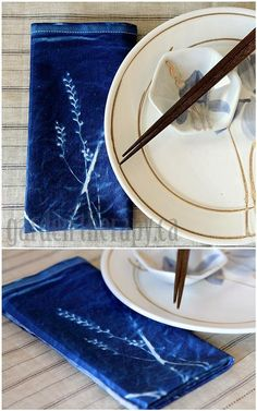 Cyanotype Printing Sun Print Napkins - to match china patterns or themes Nature Crafts, Home Crafts, Fun Crafts, Shibori, Sun Prints, Printed Napkins, Textiles, How To Dye Fabric, Crafty Craft