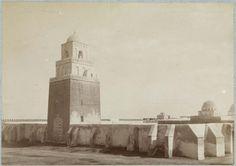 Kairouan  Grande mosquée ; Minaret   Le minaret et des murs d'enceinte