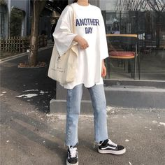 Love these casual korean fashion Korean Fashion Trends, Korean Street Fashion, Korea Fashion, Japan Fashion Casual, Korea Street Style, Mode Harajuku, Harajuku Fashion, Moda Oversize, Look Fashion