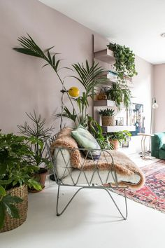 Take a look at this Danisch, bohemian, fifties and botanic interior Living Room Interior, Living Room Decor, Bedroom Decor, Home Interior Colors, Living Rooms, Living Room Plants, Interior Plants, Living Room Colors, Wall Decor