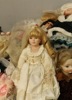 """Dolls incl """"Century Collection"""", """"Christmas Around the World"""" marked 4484, """"Seymour Mann"""", """"Goldenvale"""" 1-2000, """"Kate's Anniversary Edition"""" with box, some with no visible markings."""