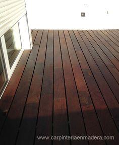 Trabajo de suelo de madera para terraza de ático.