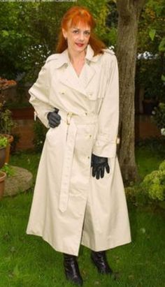 Rubber Raincoats, Double Breasted Trench Coat, Burberry Trench, Raincoats For Women, Sexy Older Women, Rain Wear, My Black, Preppy Style, Black Rubber