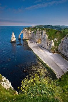 "The cliffs and ""pointed needle"" of Étretat, Upper Normandy, France - Free Picture Trek"