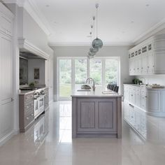 A luxury bespoke kitchen project by Humphrey Munson including utility room, boot room and dining room in picturesque Theydon Bois. Open Plan Kitchen Living Room, Kitchen Dining Living, Dining Room, Kitchen Interior, Kitchen Design, Kitchen Ideas, Pantry Design, Contemporary Open Plan Kitchens, Salons Cosy