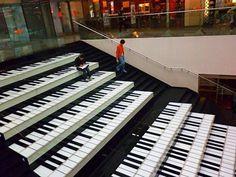 bajando por el piano
