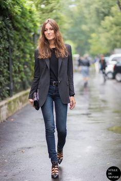 tucked black tee + cuffed jeans + grey blazer + black statement sandals