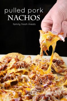 Pulled Pork Nachos is part of pizza - With Super Bowl Sunday just around the corner, it's time for a great party dish! These Pulled Pork Nachos are festive and tasty and a cinch to make Best Appetizers, Appetizer Recipes, Appetizer Dinner, Dessert Recipes, Pulled Pork Nachos, Bbq Nachos, Bbq Chicken Nachos, Buffalo Chicken Nachos, Cheesy Nachos