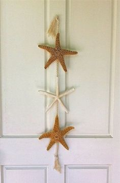 http://www.digsdigs.com/how-to-decorate-with-sea-stars-34-examples/
