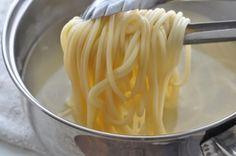 Macaroane cu lapte - una din retetele copilariei Romanian Food, Macaroni And Cheese, Cabbage, Vegetables, Eat, Ethnic Recipes, Desserts, Tailgate Desserts, Mac And Cheese