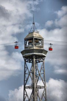 Telefèric de Montjuïc. Barcelona. #Catalunya Transbordador áereo Fue construido en 1929 con motivo de la exposición universal, las cabinas tienen una capacidad para 24 personas, la distancia total del recorrido son 1.303 metros.