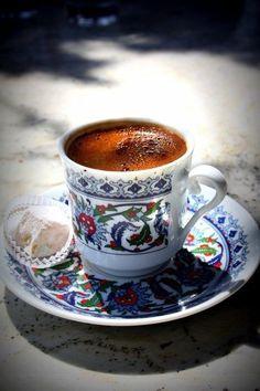 Coffee Cafe, Iced Coffee, Coffee Drinks, Coffee Shop, Coffee Barista, Coffee Menu, Drinking Coffee, Coffee Scrub, Coffee Lovers